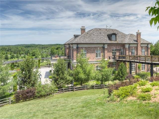 Detached at 16180 The Gore Rd, Caledon, Ontario. Image 13