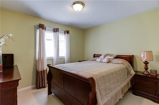 Detached at 23 Mistybrook Cres, Brampton, Ontario. Image 4