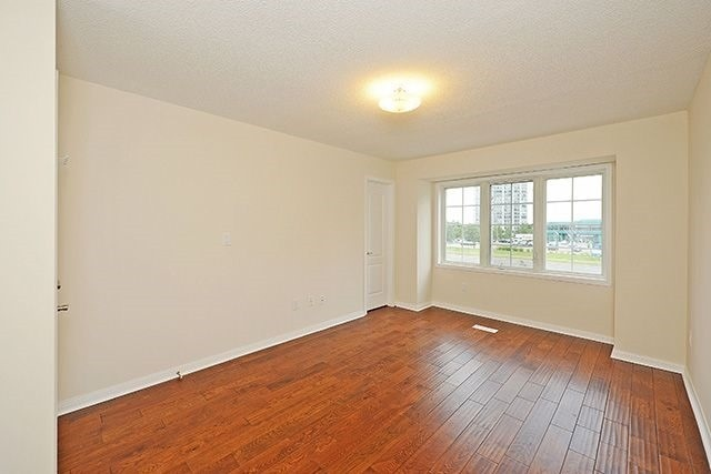Condo Townhouse at 80 Acorn Pl, Unit 58, Mississauga, Ontario. Image 6