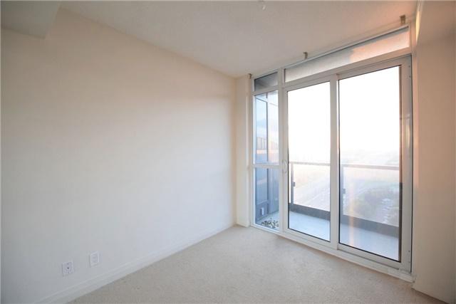 Condo Apartment at 5 Valhalla Inn Rd, Unit 2402, Toronto, Ontario. Image 11