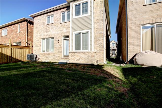 Detached at 463 Clarkson Gate, Milton, Ontario. Image 11