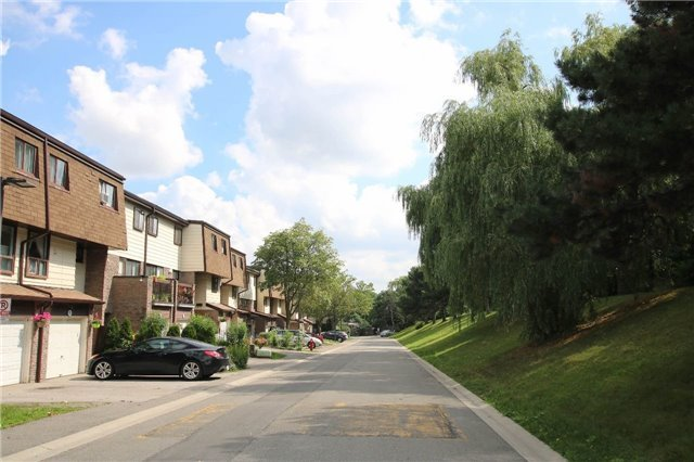 Condo Townhouse at 180 Mississauga Valley Blvd, Unit 170, Mississauga, Ontario. Image 11