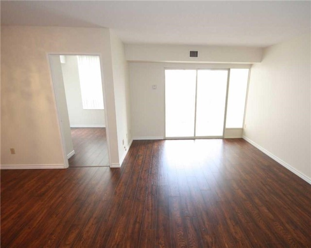 Condo Apartment at 285 Enfield Pl, Unit 1602, Mississauga, Ontario. Image 12
