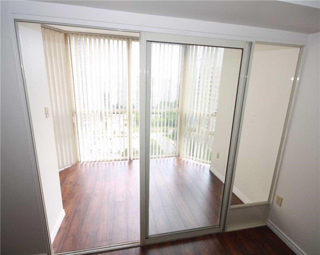 Condo Apartment at 285 Enfield Pl, Unit 1602, Mississauga, Ontario. Image 14