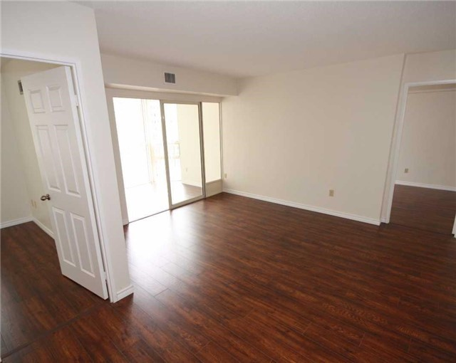 Condo Apartment at 285 Enfield Pl, Unit 1602, Mississauga, Ontario. Image 15