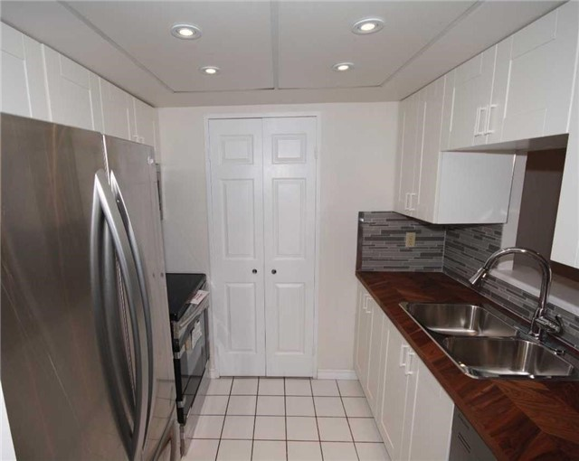 Condo Apartment at 285 Enfield Pl, Unit 1602, Mississauga, Ontario. Image 19