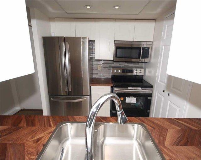 Condo Apartment at 285 Enfield Pl, Unit 1602, Mississauga, Ontario. Image 2