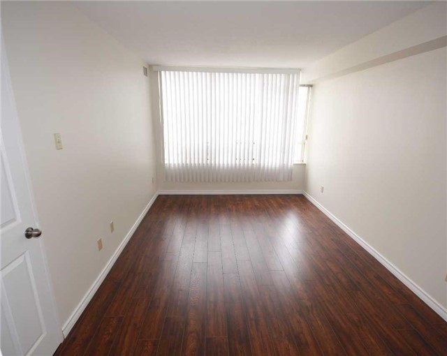 Condo Apartment at 285 Enfield Pl, Unit 1602, Mississauga, Ontario. Image 3