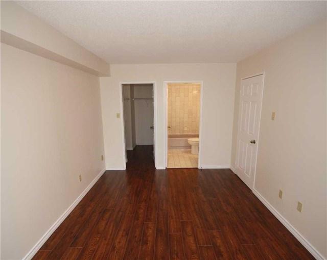 Condo Apartment at 285 Enfield Pl, Unit 1602, Mississauga, Ontario. Image 4