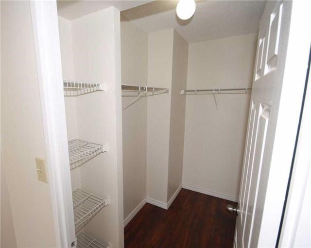 Condo Apartment at 285 Enfield Pl, Unit 1602, Mississauga, Ontario. Image 5