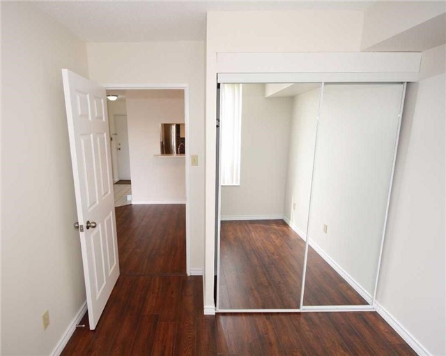 Condo Apartment at 285 Enfield Pl, Unit 1602, Mississauga, Ontario. Image 8