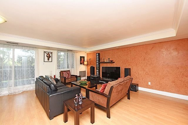 Condo Townhouse at 1250 Mississauga Valley Blvd, Unit 57, Mississauga, Ontario. Image 15