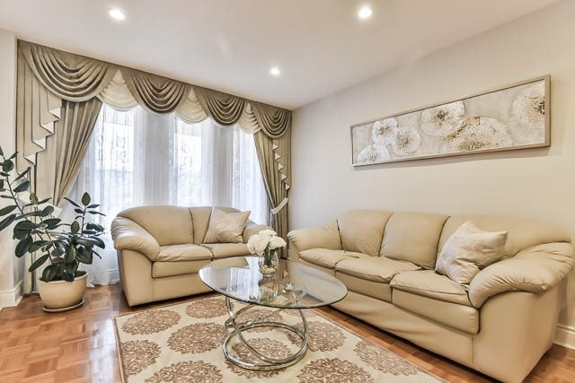 Detached at 4012 Chicory Crt, Mississauga, Ontario. Image 12