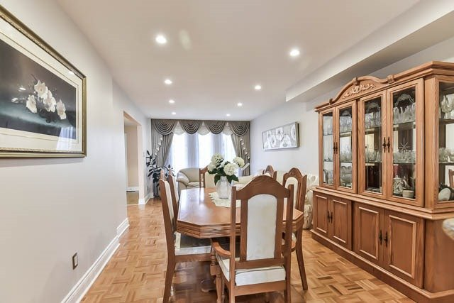 Detached at 4012 Chicory Crt, Mississauga, Ontario. Image 15