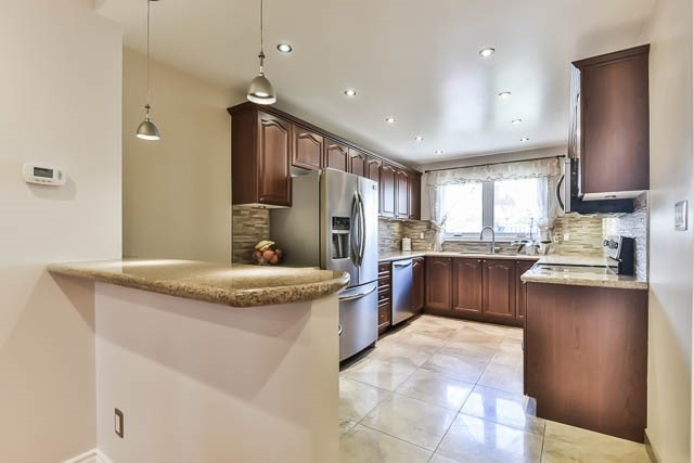 Detached at 4012 Chicory Crt, Mississauga, Ontario. Image 16