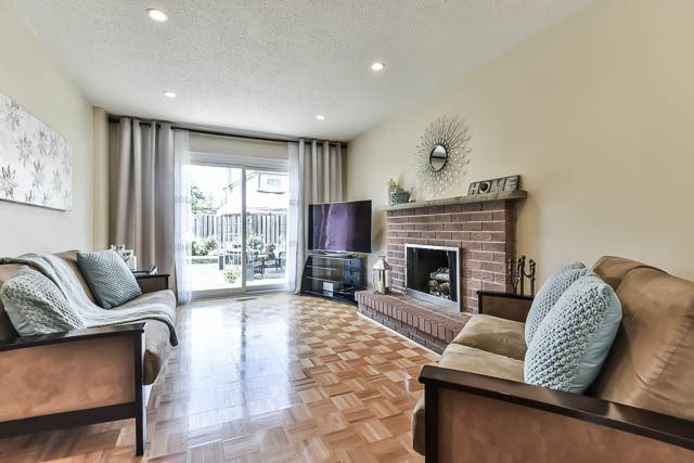 Detached at 4012 Chicory Crt, Mississauga, Ontario. Image 18