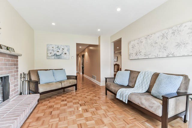 Detached at 4012 Chicory Crt, Mississauga, Ontario. Image 19