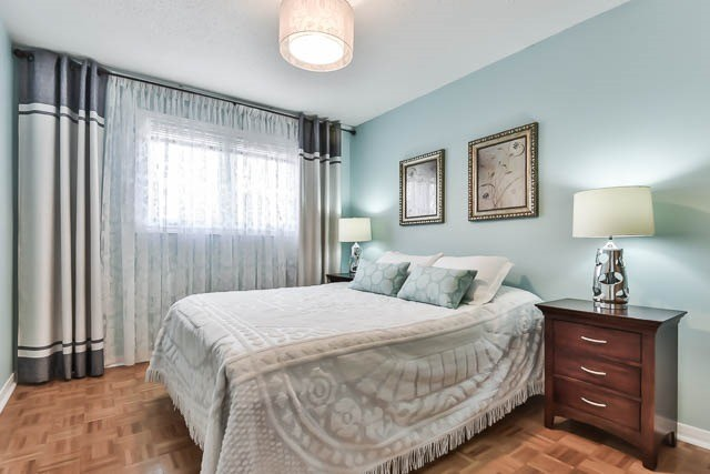 Detached at 4012 Chicory Crt, Mississauga, Ontario. Image 4