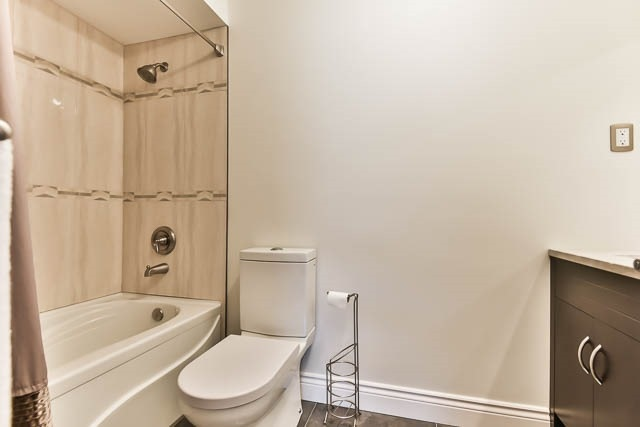Detached at 4012 Chicory Crt, Mississauga, Ontario. Image 6