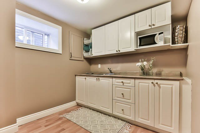 Detached at 4012 Chicory Crt, Mississauga, Ontario. Image 9