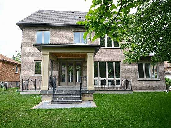 Detached at 316 Rudar Rd, Mississauga, Ontario. Image 10