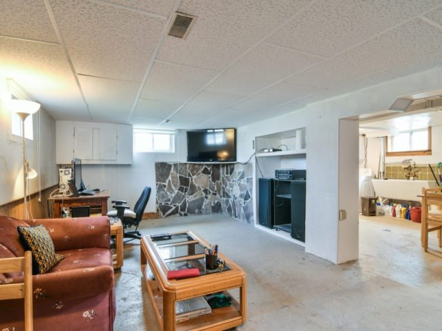 Detached at 1144 Strathy Ave, Mississauga, Ontario. Image 6