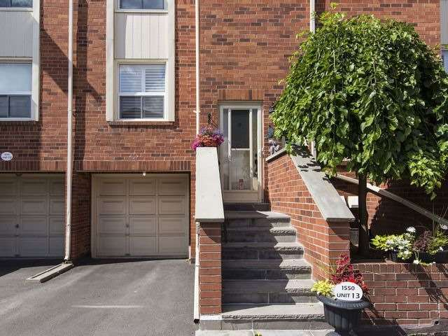 Condo Townhouse at 1550 Reeves Gate, Unit 13, Oakville, Ontario. Image 12