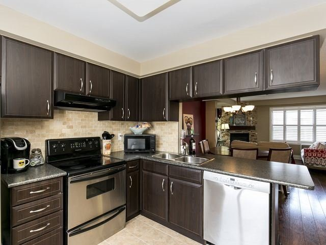 Condo Townhouse at 1550 Reeves Gate, Unit 13, Oakville, Ontario. Image 15