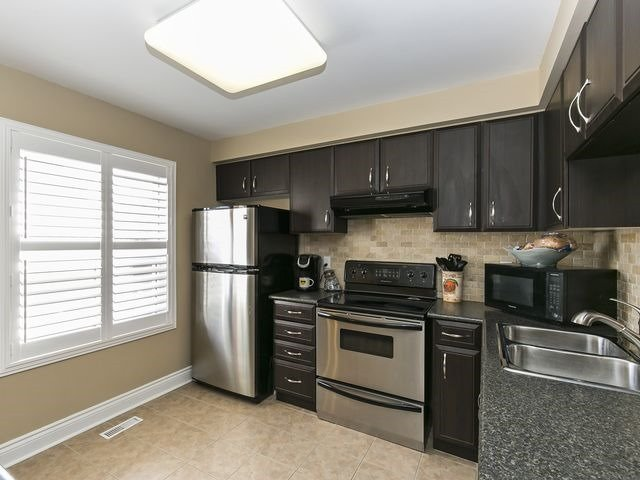Condo Townhouse at 1550 Reeves Gate, Unit 13, Oakville, Ontario. Image 16