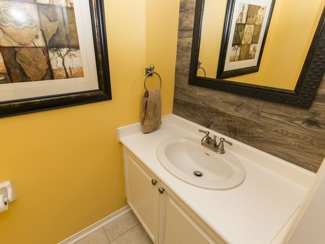 Condo Townhouse at 1550 Reeves Gate, Unit 13, Oakville, Ontario. Image 2