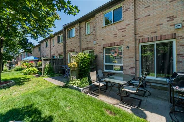 Condo Townhouse at 2088 Leanne Blvd, Unit 30, Mississauga, Ontario. Image 12