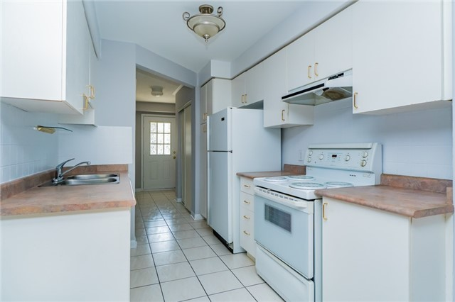 Condo Townhouse at 2088 Leanne Blvd, Unit 30, Mississauga, Ontario. Image 18