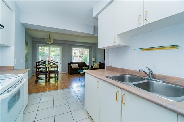 Condo Townhouse at 2088 Leanne Blvd, Unit 30, Mississauga, Ontario. Image 19