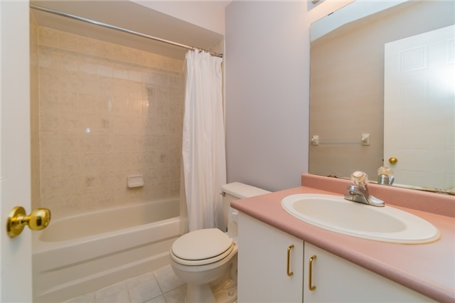 Condo Townhouse at 2088 Leanne Blvd, Unit 30, Mississauga, Ontario. Image 7