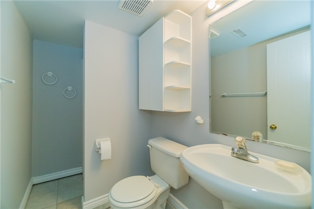 Condo Townhouse at 2088 Leanne Blvd, Unit 30, Mississauga, Ontario. Image 11