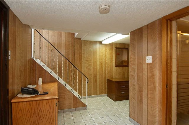 Detached at 36 Omagh Ave, Toronto, Ontario. Image 4
