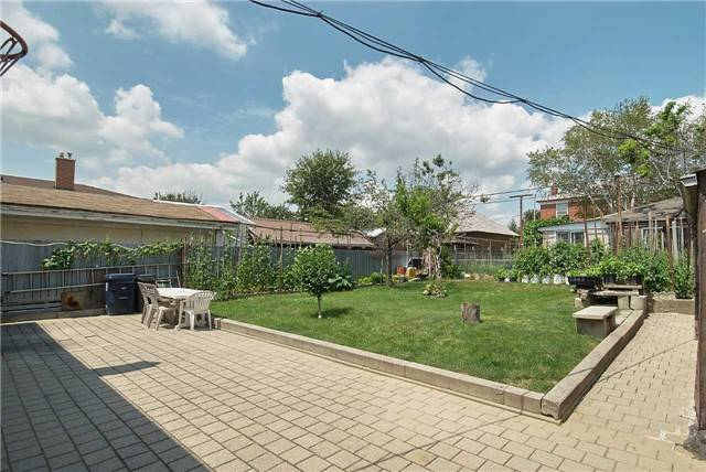 Detached at 36 Omagh Ave, Toronto, Ontario. Image 8