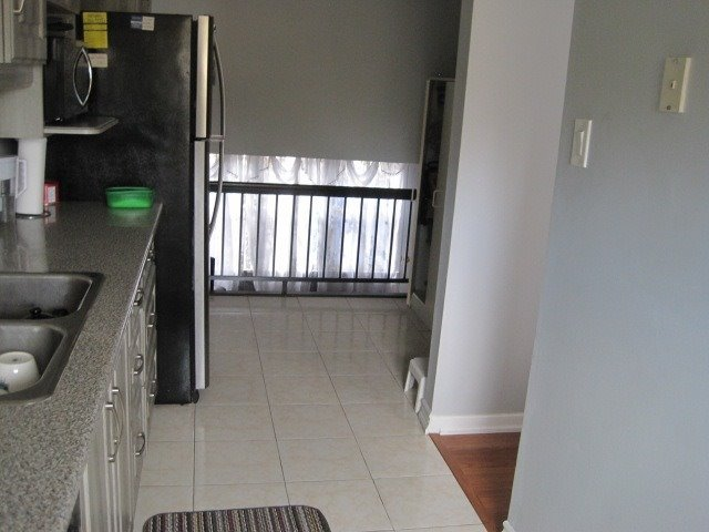 Condo Townhouse at 78 Edenborough Dr, Unit 32, Brampton, Ontario. Image 13