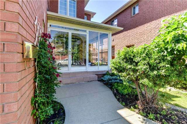 Detached at 33 Southbend Dr, Brampton, Ontario. Image 12