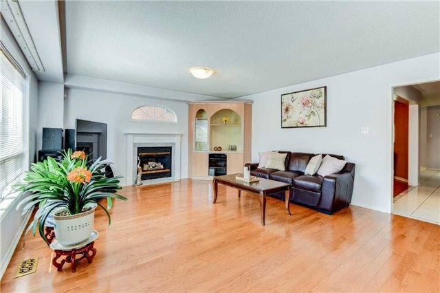 Detached at 33 Southbend Dr, Brampton, Ontario. Image 19