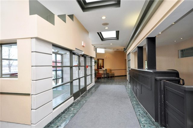 Condo Apartment at 4205 Shipp Dr, Unit 2703, Mississauga, Ontario. Image 12