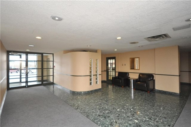 Condo Apartment at 4205 Shipp Dr, Unit 2703, Mississauga, Ontario. Image 14
