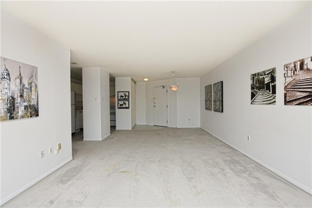 Condo Apartment at 4205 Shipp Dr, Unit 2703, Mississauga, Ontario. Image 17