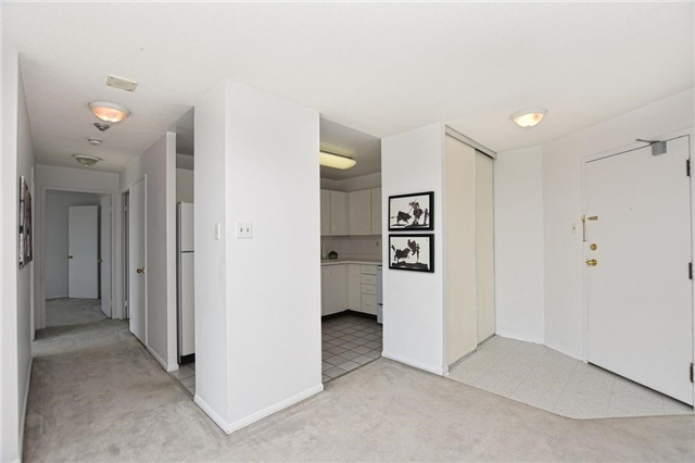 Condo Apartment at 4205 Shipp Dr, Unit 2703, Mississauga, Ontario. Image 18