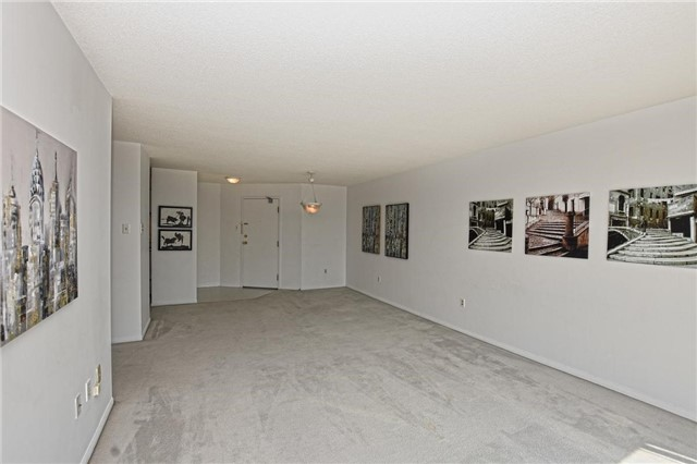 Condo Apartment at 4205 Shipp Dr, Unit 2703, Mississauga, Ontario. Image 2