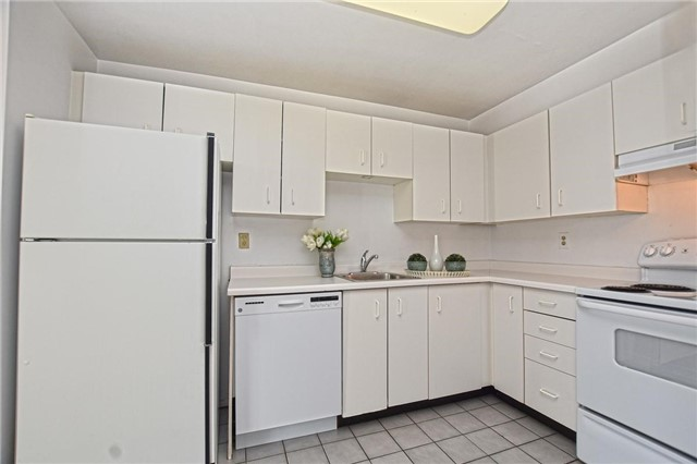 Condo Apartment at 4205 Shipp Dr, Unit 2703, Mississauga, Ontario. Image 3
