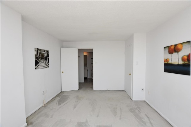 Condo Apartment at 4205 Shipp Dr, Unit 2703, Mississauga, Ontario. Image 5