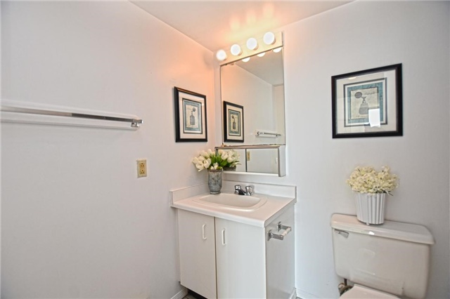 Condo Apartment at 4205 Shipp Dr, Unit 2703, Mississauga, Ontario. Image 7