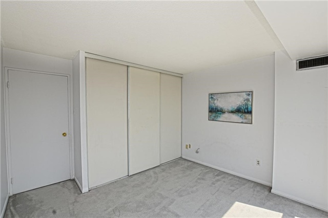 Condo Apartment at 4205 Shipp Dr, Unit 2703, Mississauga, Ontario. Image 9