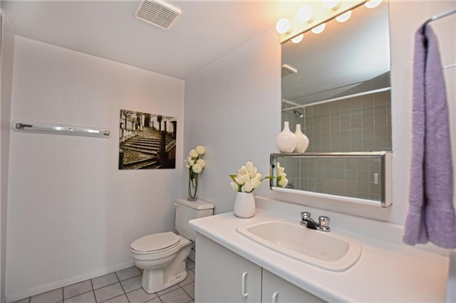 Condo Apartment at 4205 Shipp Dr, Unit 2703, Mississauga, Ontario. Image 11